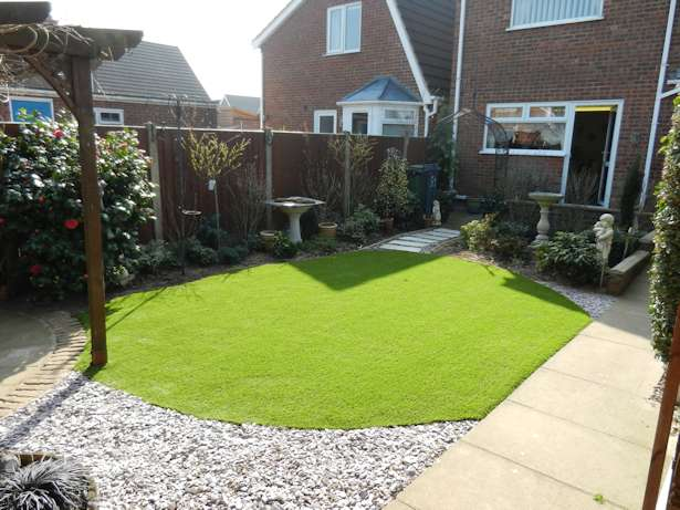 Artificial grass norfolk and suffolk for Garden design ideas for medium gardens